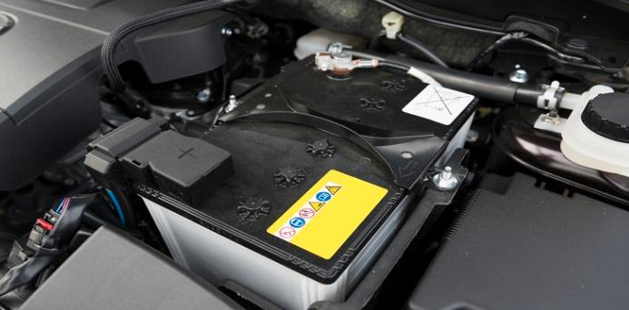 Comment remplacer soi-même la batterie de sa voiture ?